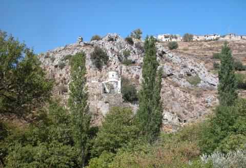 """Παναγία """"Αγιογαλούσαινα"""", πίσω το παλαιοντολογικό σπήλαιο"""