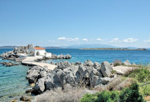Άγιος Ισίδωρος, Παράγκλι, δεξιά το νησάκι Άγιος Στέφανος